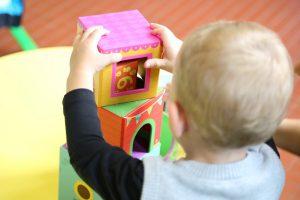 Cresa, copil la joaca la gradinita / Foto: Pexels.com