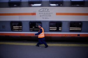 cfr, tren, calatori, caile ferate, vagon