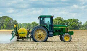 tractor pesticide agricultura Pexels