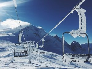 ski-lifts-1209812_1280