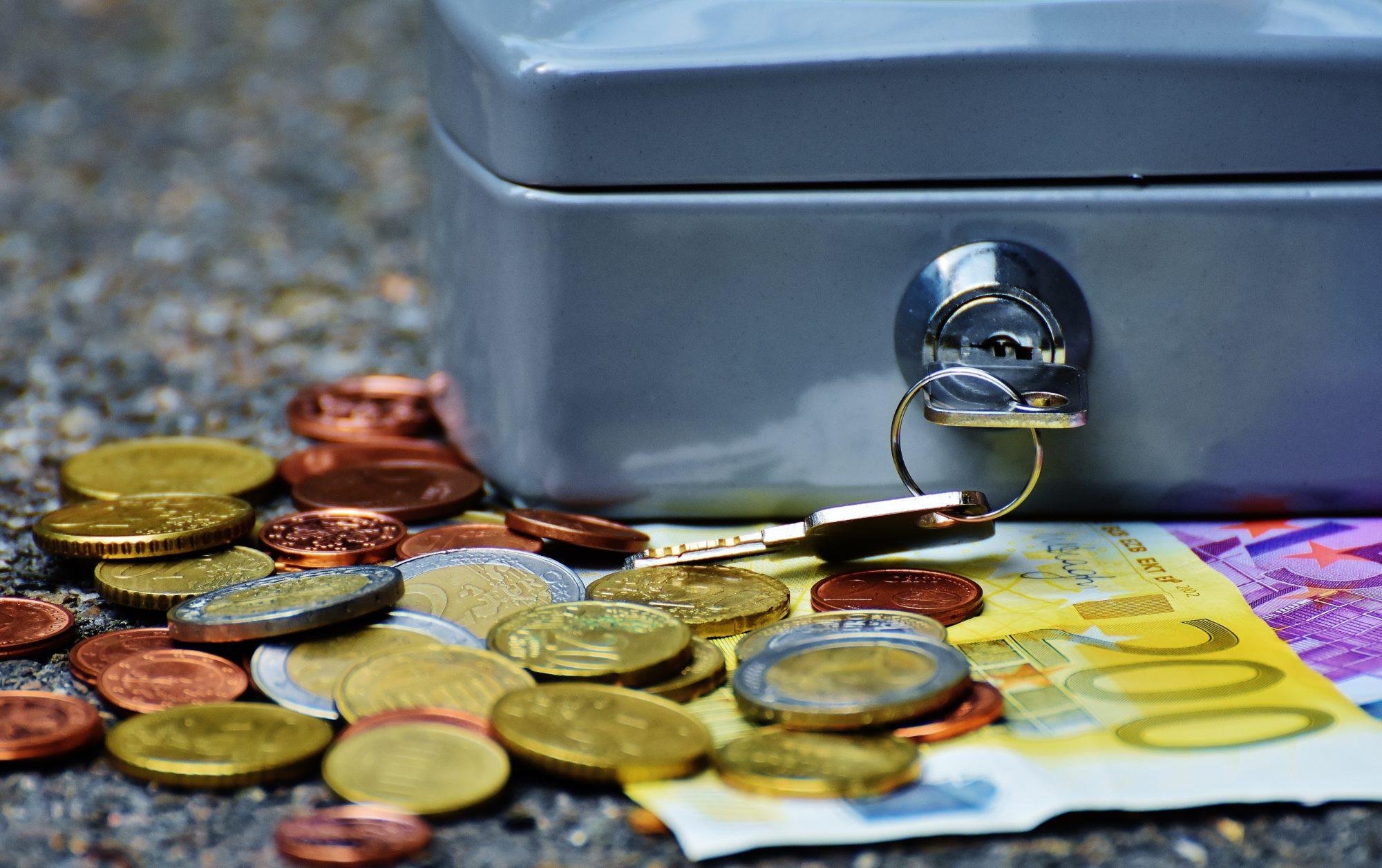 Bani-euro-seif-Pexels-e1569327442746