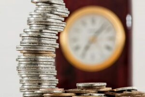 Bani-investitie-economii-Foto-Pexels-com-scaled-e1591610153912