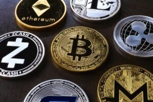 monede virtuale, Bitcoin, criptomonede