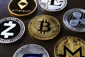 Monede virtuale Bitcoin - pexels- Roger Brown
