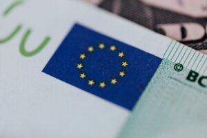 bani euro bancnota ue foto pexels-karolina-grabowska