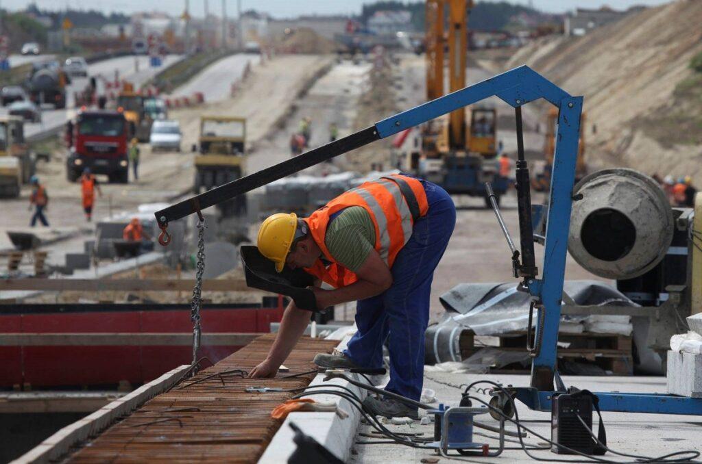 constructii santier infrastructura autostrazi muncitori