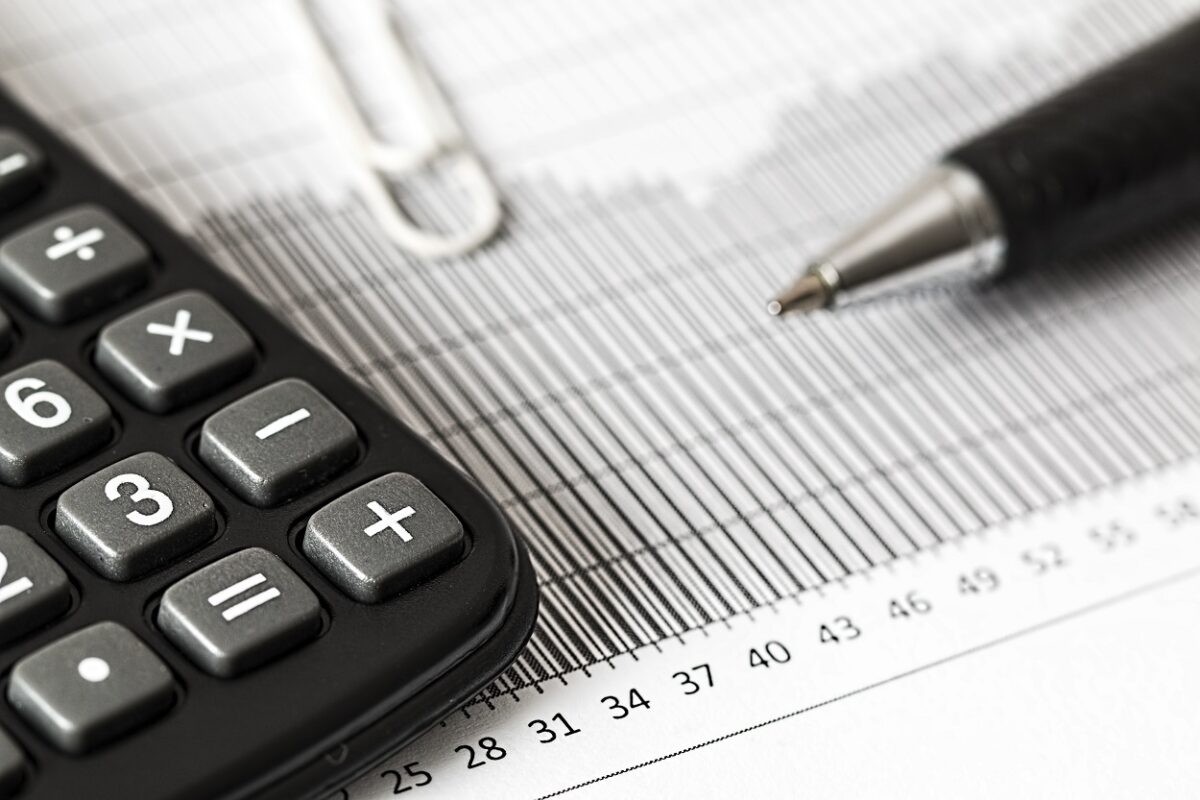 crestere economica grafic calcule foto pexels-pixabay