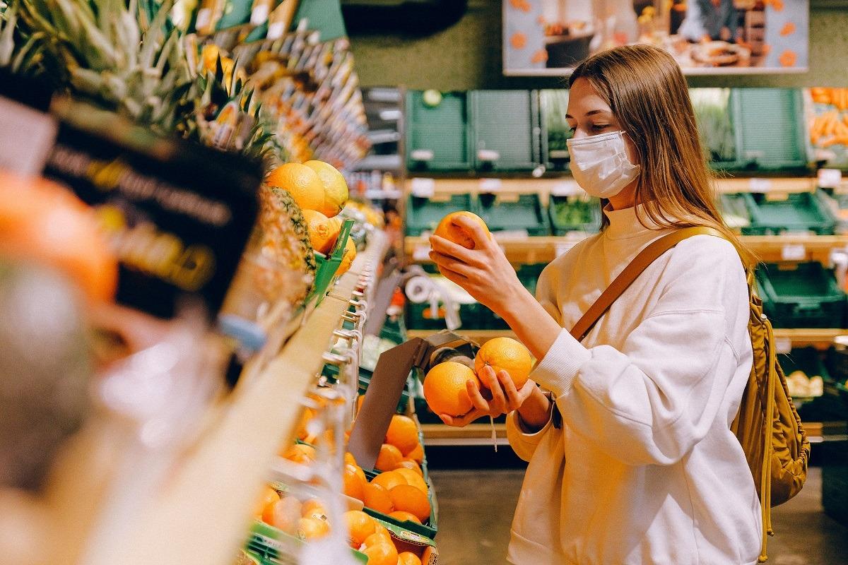 cumparaturi mancare fructe supermarket foto pexels-anna-shvets
