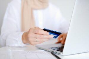 cumparaturi online card foto pexels-anna-shvets