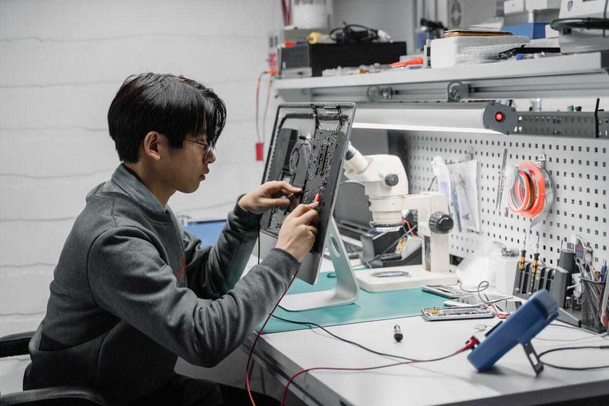 inginer tehnologie chip - sursa pexels tima miroshnichenko