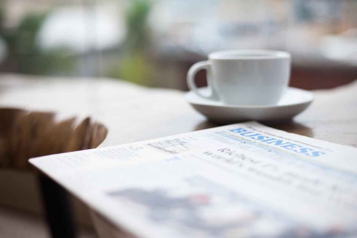 revista presei economice foto pexels-ensiha-digital