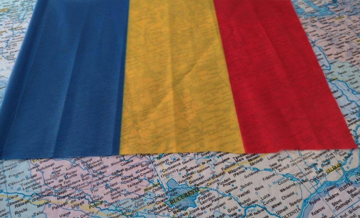 Harta si drapelul României - Dreamstime