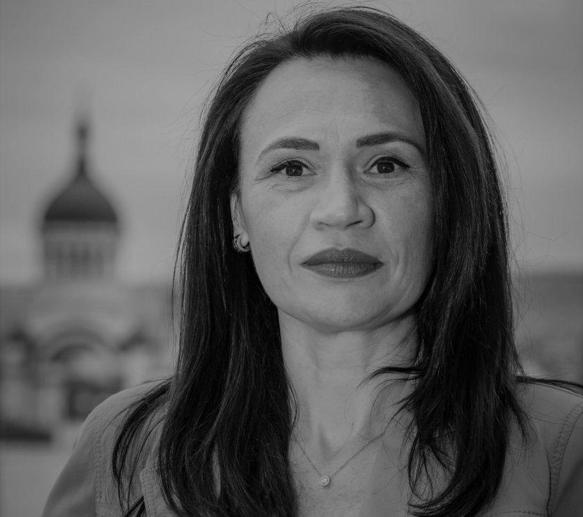 Claudia Indreica alb negru