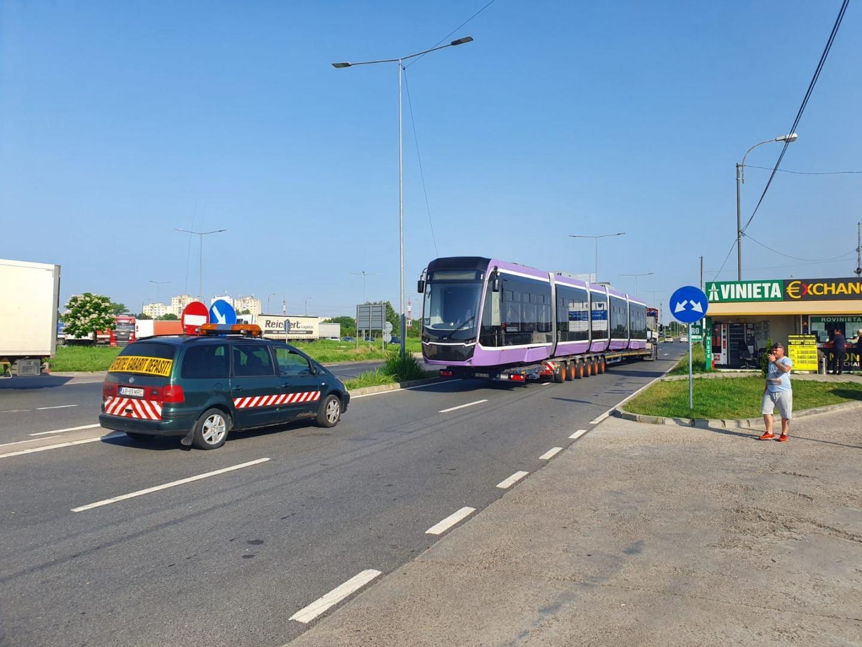 Tramvai turcesc Bozankaya, care va circula la Timișoara, intră în România 0:38 Primul tramvai turcesc Bozankaya