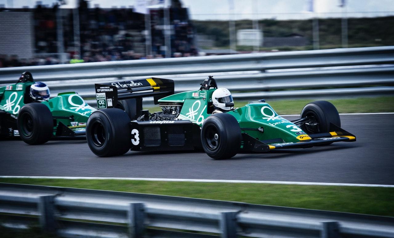 formula 1 cursa masina