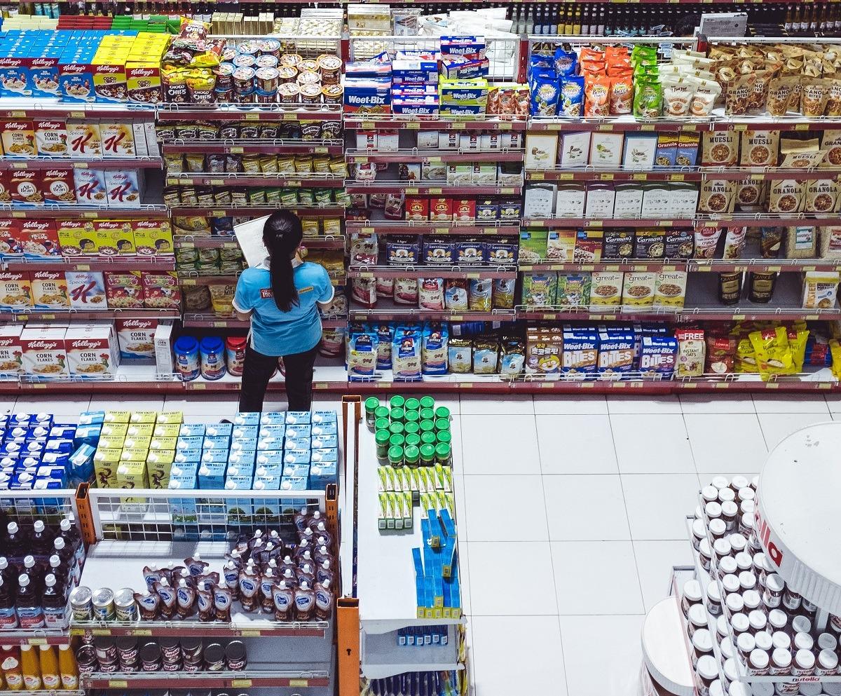 supermarket magazin muncitor