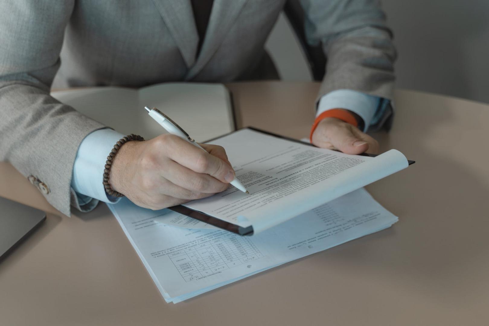 interviu, job, contracte