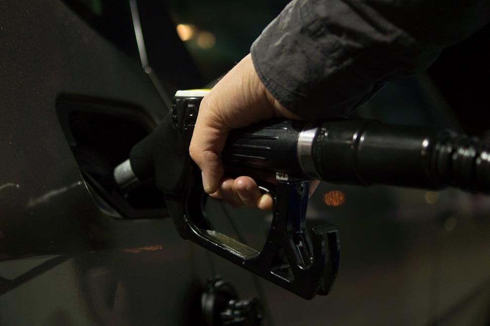 pompa benzina statie